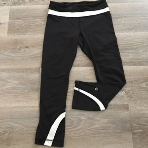 Lululemon Midrise Capri Black/White size 4